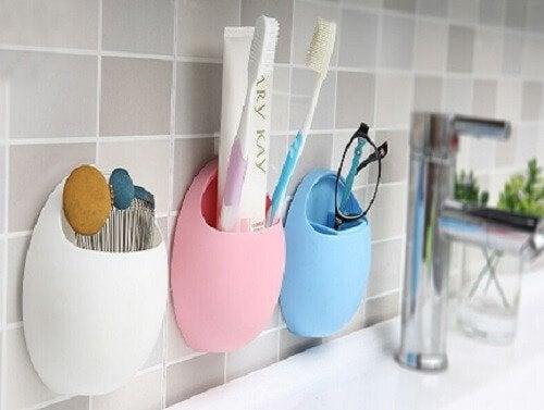 brosse a dents dans une salle de bains
