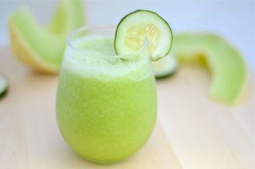 Un smoothie au melon, à la pomme verte et au concombre pour perdre du poids