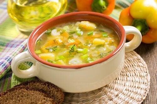 La soupe de légumes pour rassasier l'estomac.