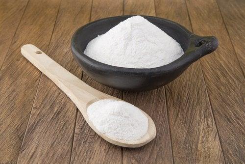 Eliminer la poussière avec du bicarbonate de soude.