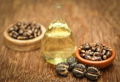 L'huile de rincin pour étoffer des sourcils peu épais.