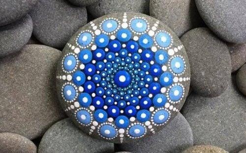 comment peindre des pierres : mandalas