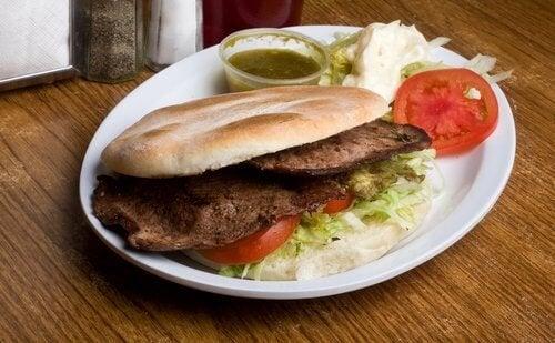 La viande maigre fait partie des aliments qui rassasient.