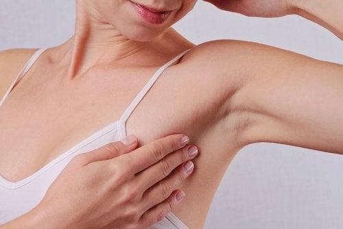 6 utilisations fantastiques du bicarbonate de soude : protéger les aisselles de la transpiration