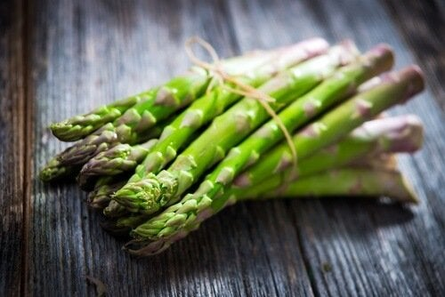 aliments qui peuvent donner des mauvaises odeurs corporelles : asperges