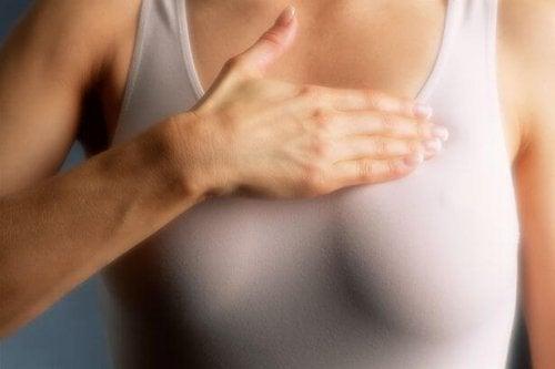 Les femmes aux seins denses doivent faire une mammographie tous les ans
