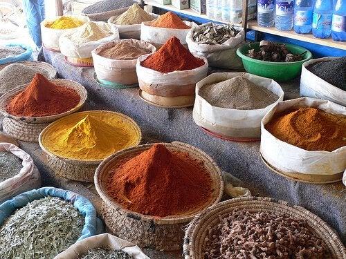 aliments qui peuvent donner des mauvaises odeurs corporelles : condiments