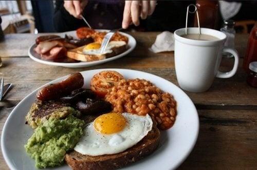 le petit-déjeuner ne doit pas être pris tard