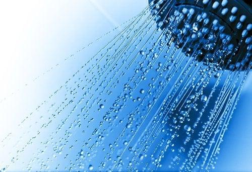 à quelle heure prendre une douche et pourquoi
