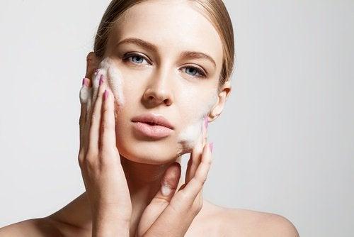 utilisations du bicarbonate de soude : exfolier la peau