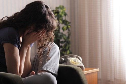 femme-pleure-negatif
