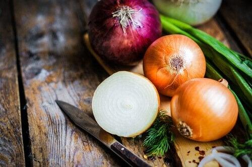 aliments qui peuvent donner des mauvaises odeurs corporelles : oignons