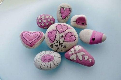 Peindre des pierres : un art qui va vous faire du bien