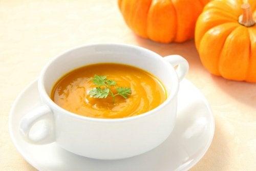 recette-de-soupe-a-l-orange-et-a-la-courge-500x334