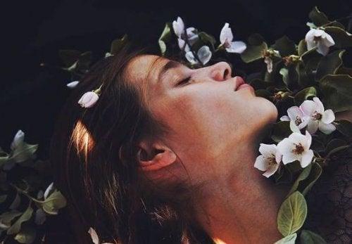 Il y a des soupirs qui renferment plus d'amour que n'importe quel baiser