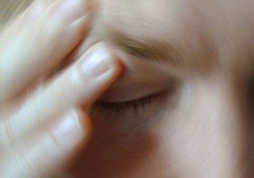 Attention aux nausées soudaines ou problèmes d'équilibre et de coordinationchez les personnes âgées.