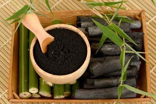 utilisations fascinantes du charbon de bois : blanchir les dents
