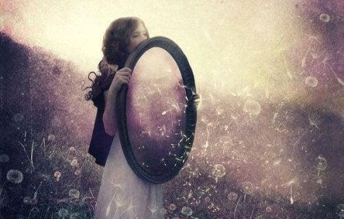 Qu'est-ce que la loi du miroir ? Tout ce que vous devriez savoir