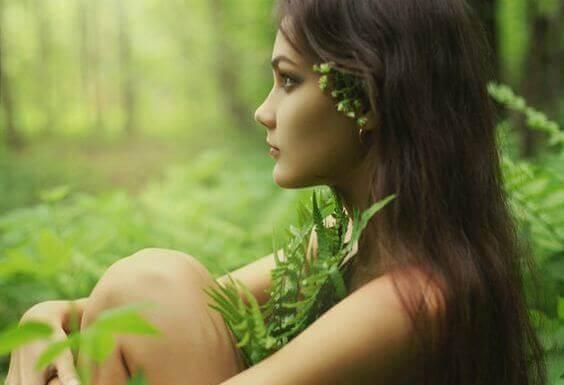 femme-dans-nature-developpant-son-intuition