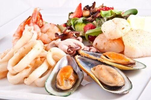 La consommation de fruits de mer cause des calculs rénaux.