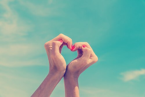 mains-forme-coeur