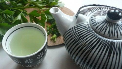 Désintoxiquez votre foie avec cette extraordinaire boisson à base de persil et de menthe