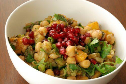 Raisons pour lesquelles vous devriez essayer cette salade de pois chiches, mangue et grenade. Spectaculaire !