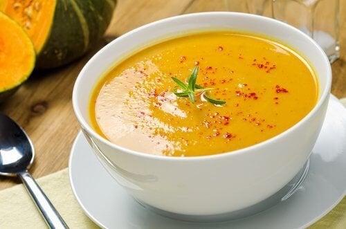 La soupe aide à brûler les graisses