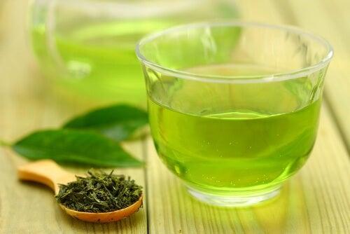 Le thé vert contre le cancer de l'ovaire.