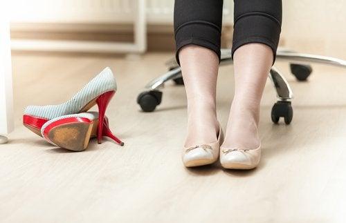 Les chaussures peuvent créer les douleurs créées par les varices.