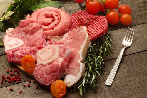 La consommation de viande rouge cause des calculs rénaux.