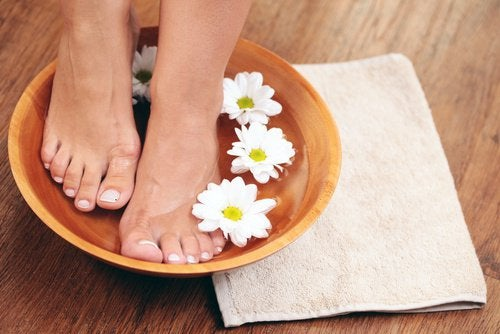 Vinegar foot bath for 15 minutes - step to health