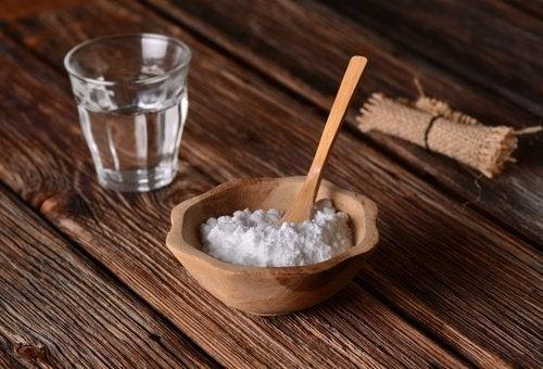 Bicarbonate pour réguler le pH.