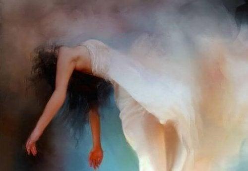 femme-robe-blanche-flottant-500x345