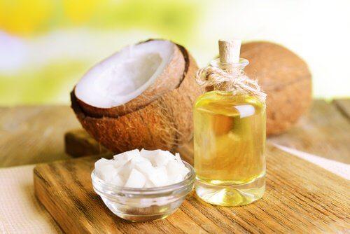 méthodes naturelles pour éliminer le cérumen : huile de coco