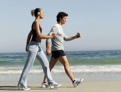 marcher-chaque-jour-sur-le-sable-perdre-du-poids-500x381