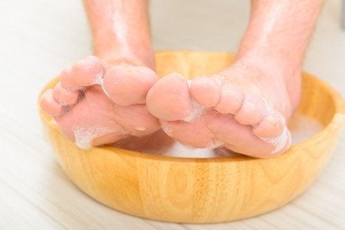Bain de pied au vinaigre pendant 15 minutes