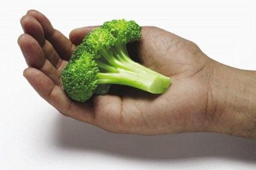 mesurer les quantités que vous devez manger avec les mains