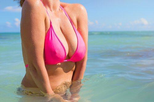 Les mycoses mammaires peuvent être causées par le port de soutien-gorge.