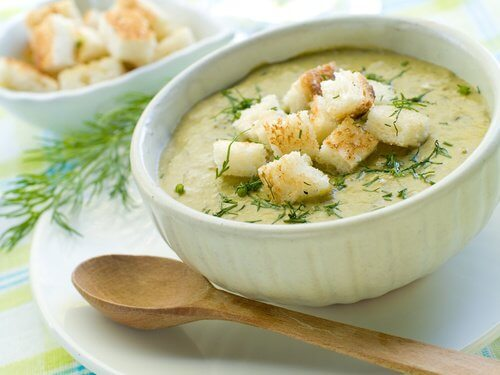 Préparation de la soupe au brocoli.