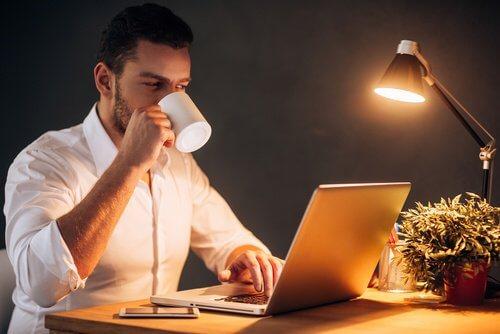 Travailler toute la nuit rend malade.