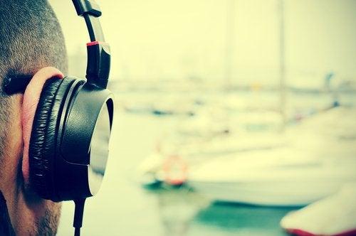 Ecouter de la musique.