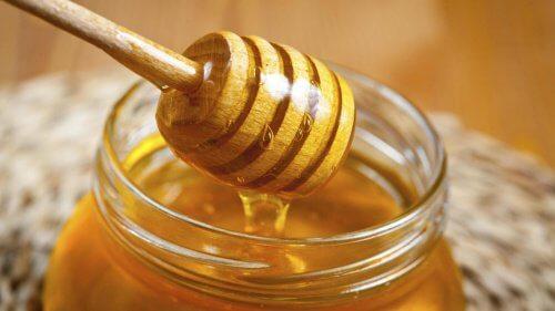 LE miel pour décolorer les cheveux.