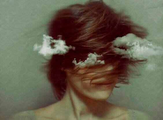 femme-nuages