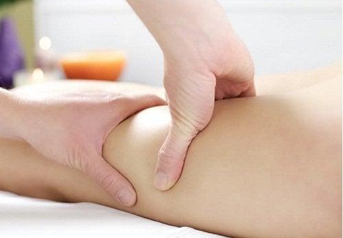 Les jambes gonflées peuvent indiquer une mauvaise circulation sanguine