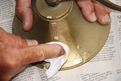Comment utiliser de l'huile d'olive pour le ménage : polir les métaux