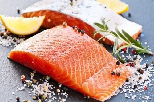 14 aliments pour soulager l'arthrite : le saumon
