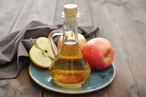 vinaigre de pomme dans une fiole