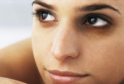 vertus cosmétiques de l avocat : remède contre les cernes