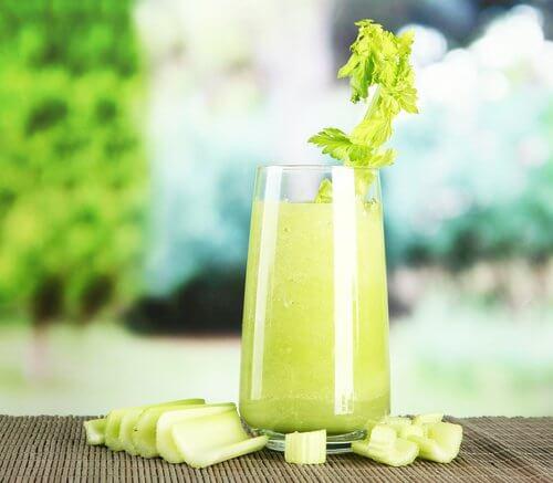 jus naturels pour vous aider à brûler des graisses : ananas et céleri